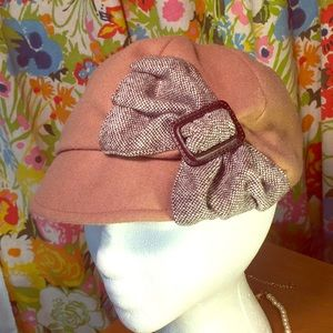 San Diego hat co Soft tan newsboy cap w Tweed bow